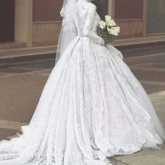 Luxury Embroidery Muslim Wedding Dresses Long Sleeve Bridal Ball Gowns With Veil