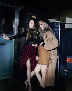 SNSD Tiffany snap cute photos with 4Minute's HyunA