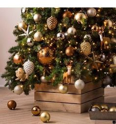 christmas tree outdoor --Read more about outdoor metal christmas trees. the link for more info_ Do not miss our web pages! Rose Gold Christmas Decorations, Metal Christmas Tree, Christmas Ornament Sets, Christmas Tree Themes, Noel Christmas, Country Christmas, Ornament Box, Outdoor Christmas, Xmas Tree