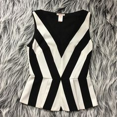 HOST PICK🎉 Black & White Peplum Top Brand new geometrical black and white stripes which gives it a slimming effect, and a pretty peplum flare. Side zipper closure. Price is firm. Self: 100% Cotton, Lining: 100% Polyester Tops Blouses