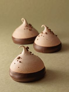 Chocolate Meringue  •  Free tutorial with pictures on how to bake a meringue in under 40 minutes