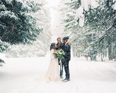 25 Snowy Wedding Photo Ideas to Steal for Your Winter Wedding - 25 Snowy Wedding Photo Ideas to Steal for Your Winter Wedding - Winter Wedding Snow, Winter Mountain Wedding, Snowy Wedding, Mountain Elopement, Winter Wonderland Wedding, Wedding In The Woods, Elope Wedding, Dream Wedding, Elopement Wedding