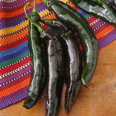 Pasilla Bajio Pepper 25 heirloom seeds, glossy black fruit, rich smoky flavor for sauces, sweet hot