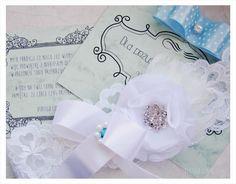white wedding garter, source: http://www.vertigo.com.pl/projekty/podwiazki/#prettyphoto[gallery]/1/