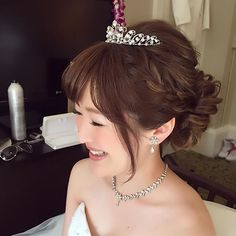 朝から笑顔いっぱいの愛らしいご新婦さま 綺麗なハイライトの入ったヘアカラーがヘアスタイルの動きをより立体的にさせてとってもオシャレでした! #hawaii#hairmake#hairarrange#hairset#makeup#weddinghair#hawaiihairmake#bridephoto#photoshooting#TerraceByTheSea#TheTerraceByTheSea#53ByTheSea#TAKAMIBRIDAL#テラスバイザシー#タカミブライダル#ハワイウェディング#ハワイヘアメイク#ウェディングヘア#ヘアメイク#ヘアスタイル#ヘアセット#ヘアアレンジ#メイクアップ#花嫁#プレ花嫁#オシャレ花嫁#ウェディング#美容師 #ティアラ#シニヨン