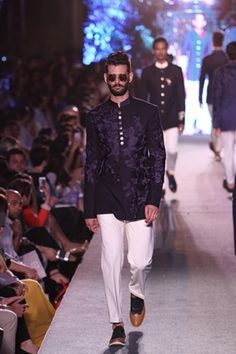 Manish Malhotra. LFW S/R 15'. Indian Couture. Manish Malhotra Collection, Indian Male Model, Indian Groom Wear, Indian Men Fashion, Indian Man, Desi Clothes, Outdoor Wear, Groom Outfit, Indian Couture