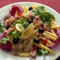 Egy finom Olajbogyós-tonhalas tésztasaláta ebédre vagy vacsorára? Olajbogyós-tonhalas tésztasaláta Receptek a Mindmegette.hu Recept gyűjteményében!