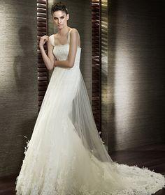 Flowing wedding dress