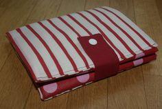 Il y a quelques temps, je vous proposais ma version du sac pliable de Séverine ... M'étant trompée pour fixer les...