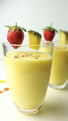 Whether steamy breakfast Drink or fruity refreshment between - Smoothies only always go. Here Come 8 amazing r Smoothie Drinks, Fruit Smoothies, Healthy Smoothies, My Favorite Food, Favorite Recipes, Peach Wine, Honey Wine, Raw Food Recipes, Good Food