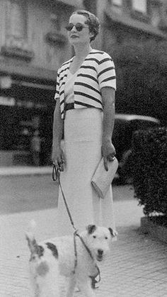 Jacket to go with wide pants. Celebrating Annie's birthday with 25 darling black and white vintage dog photos 1930s Fashion, Retro Fashion, Vintage Fashion, Womens Fashion, Moda Vintage, Vintage Dog, Vintage Style, Vintage Photographs, Vintage Photos