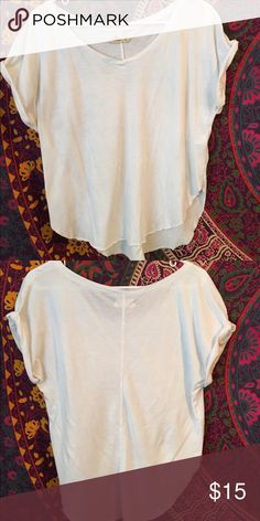Tee shirt Great quality, worn once, perfect condition Hollister Tops Tees - Short Sleeve