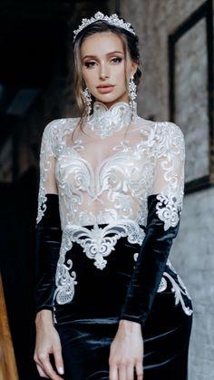 Royal Look, Wedding Looks, Perfect Wedding, Bride Hairstyles, Stylish Hairstyles, Bridal Tiara, Tiaras And Crowns, Bridal Accessories, Wedding Dresses
