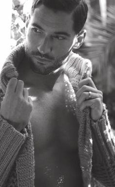 Tom Ellis- in a sweater, or not in a sweater? dear God help me! Joshua Sasse, Tom Love, Tom Ellis Lucifer, Ideal Man, Handsome Actors, Attractive Men, Good Looking Men, Gorgeous Men, Actors & Actresses