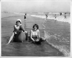 beach goers in the 1920s