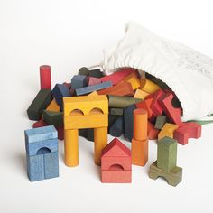 Klossar 100 st färgade i ryggsäck