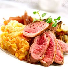 ANDEBRYST MED SØTPOTETMOS OG RØDLØKSKOMPOTT Favorite Recipes, Food, Essen, Meals, Yemek, Eten