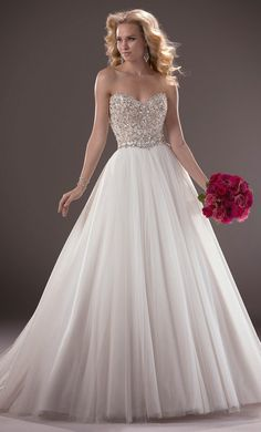 A gallery of the Best Wedding Dresses of 2013 | bellethemagazine.com