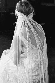 Runway / Elie Saab / New York / Herbst 2018 Bridal / Kollekt.- Runway / Elie Saab / New York / Herbst 2018 Bridal / Kollektionen / Fashion Show… Runway / Elie Saab / New York / Herbst 2018 Bridal / Kollektionen / Fashion Shows / Vogue – VOGUE - Elie Saab Bridal, Bridal Looks, Bridal Style, Long Sleeve Gown, Autumn Fashion 2018, Bridal Fashion Week, Wedding Veils, Dress Wedding, Bridal Veils And Headpieces
