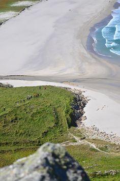 Haciendo la ruta de los faros de la #CostaDaMorte te encontrarás hermosas vistas… Spas, Celtic Nations, Terra, Seaside, River, Instagram Posts, Nature, Playa Beach, Outdoor