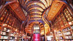 Portekiz'in Porto şehrinde yer alan Livraria Lello, Dünyanın en güzel kitapçıları listesinde 3. numarada yerini almaktadır.