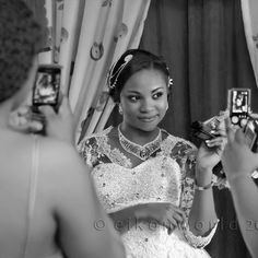 Everyone is a pro #photographer now with their #smartphone clicking away Lol!. #fun #bride #bridalportrait #blackandwhite #wedding #lagoswedding #lagosweddingphotographer #eikonworld