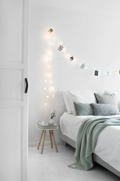 Different Ways To Style Photos In Your Bedroom   Roomed