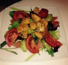 Kolacja - lekka sałatka z kurczakiem :) Kung Pao Chicken, Ethnic Recipes, Food, Diet, Essen, Meals, Yemek, Eten