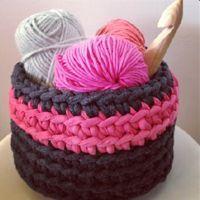 Lady Crochet: t-shirt yarn basket Crochet Home, Love Crochet, Crochet Gifts, Learn To Crochet, Beautiful Crochet, Crochet Yarn, Loom Knitting Projects, Crochet Projects, Crochet Designs
