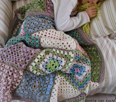 Granny Squares, large size, good colors. Looks cuddly.  (Original Pinner - big squares blanket....love)
