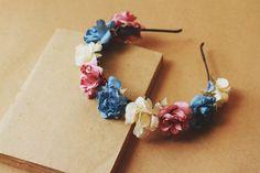 Tiara de flores coloridas.