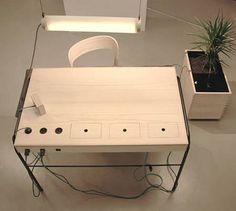"The Power of Sitting: ""Unplugged"" Desk Harvests Your Energy for Electricity : TreeHugger"