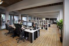 open werkruimtes - scheiding door archief/boekenkasten - Momkais Amsterdam Design Studio