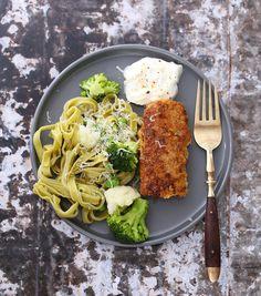 Ostepanerte fiskepinner med grønnsaker | Sunnere Livsstil