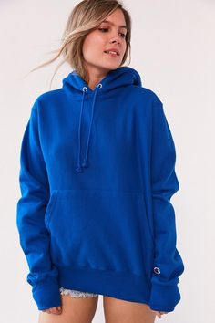 Classic Champion hoodie sweatshirt made from seriously soft reverse-weave cotton detailed with an adjustable drawstring hood, ribbed knit trim and kangaroo pou… Trendy Hoodies, Plain Hoodies, Hoodie Outfit, Sweater Hoodie, Hoody, Champion Hoodie Women, Champion Clothing, Teen Fashion, Fashion Outfits