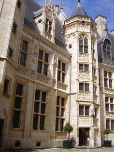 Binnenplein van het Palace de Jacques de Coeur in Bourges ~ 1443-1451