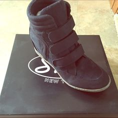 LA style Urban street shoes- NEW!!! Awesome urban street sneaker with three Velcro tabs in front. Looks awesome with shorts, skirts, and skinny jeans. Purchased in Los Angeles. Brand new never worn.. See pics. I just have too many of these type shoes, lol. Shoes Sneakers