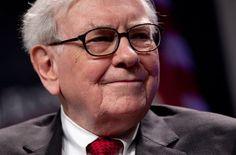 25 skvelých výrokov investora Warrena Buffetta Warren Buffett, 21st Century Fox, Latest Business News, Dividend Stocks, Burlington Northern, Business Journal, Influential People, Bill Gates, Home Based Business