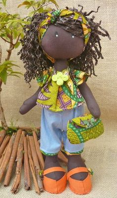 boneca negra African Dolls, African American Dolls, Doll Crafts, Diy Doll, Pretty Dolls, Beautiful Dolls, Doll Clothes Patterns, Doll Patterns, Softie Pattern