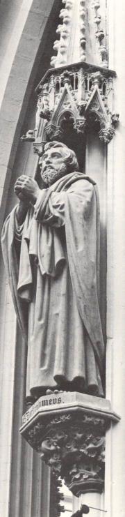 Bartolomeus  Apostel..1854/57. Beeldhouwwerk door J.T. van der Ven. Nederland, Den bosch, St-Janskathedraal.