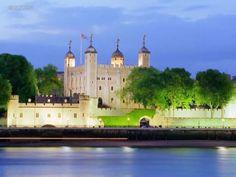 Коллекция красивых и старых замков мира (32 фото)