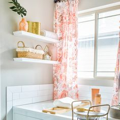 Give your bathroom a luxury feel! 9 tips for bathroom decor spa inspiration to show you how to get luxury bathroom decor on a budget | Never Skip Brunch by Cara Newhart #home #decor #bathroom #spa Spa Bathroom Decor, Spa Inspired Bathroom, Parisian Bathroom, Small Bathroom, How To Roll Towels, Walk In Shower Designs, Amazing Bathrooms, Washing Clothes, Brunch