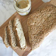 Glutenfrit sesambrød - opskrift på lækkert, sprødt madbrød
