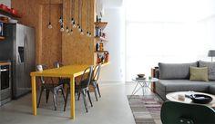 Para transformar a decoração de um duplex de 80m² no bairro do Panamby, na zona sul de São Paulo, a equipe do escritório 2L Arquitetura teve como ponto de partida um briefing bem definido pelo don...