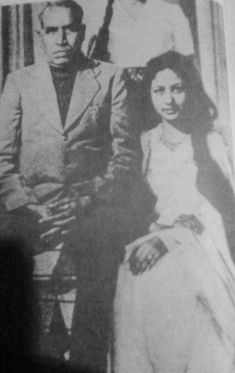 Young Meena with her father Ali bux in late Indian Celebrities, Beautiful Celebrities, Beautiful Actresses, New Actors, Actors & Actresses, Math Movies, Asian Photography, Film Icon, Vintage Bollywood