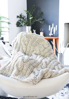 Beige cable plaid DIY in living room, goodlives Knitted Baby Blankets, Beige, Baby Knitting, Knitting Patterns, Knit Crochet, Creative, Google Play, Diy Ideas, Apps