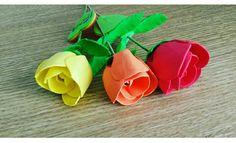 Rosas de goma eva, personalizadas con el nombre.