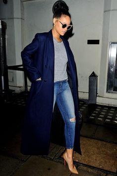 Pop star Rihanna's look for an affordable price!… : Turn Wounds Into Wisdom Pop star Rihanna's look for an affordable Rihanna Mode, Estilo Rihanna, Rihanna Style, Rhianna Fashion, Rihanna Casual, Rihanna Outfits, Chic Outfits, Fall Outfits, Fashion Outfits
