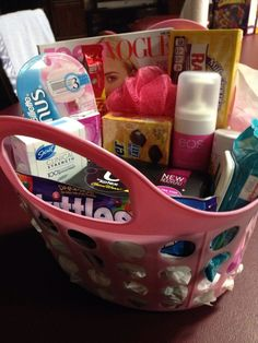 Welcome to Womanhood Care Package pinner said. My 12 year old started her period today so I brought her home a care package to make her feel better! She loved it! Teenage Girl Gifts Christmas, Perfect Christmas Gifts, Christmas Diy, Teenage Gifts, Christmas Things, Xmas Gifts, Cute Gifts, Diy Gifts, Best Gifts