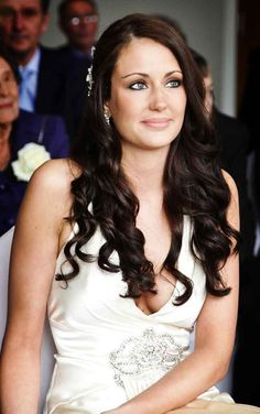 For a studied casual yet polished look pair long tresses with loose wavy curls. To up the look add a jewelled comb or tiara.
